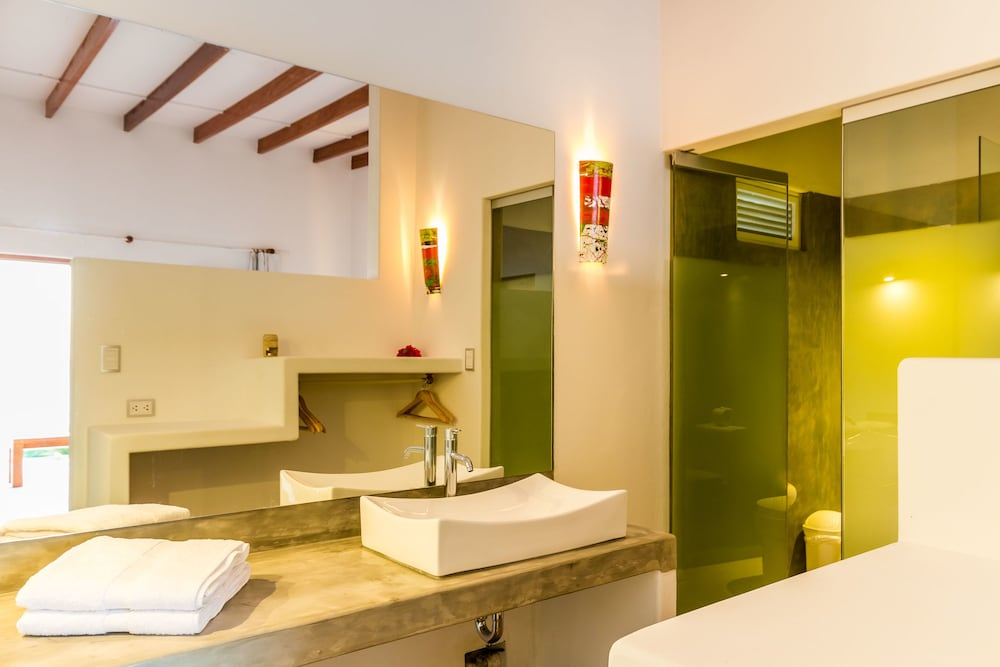 Bathroom, Sunset Mancora