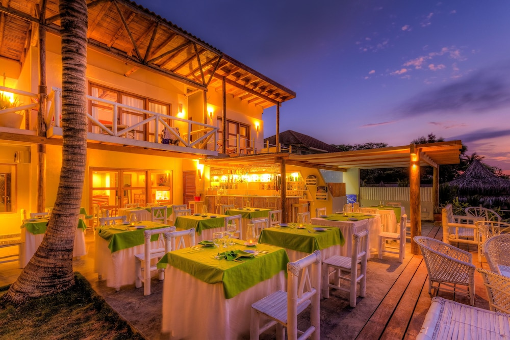 Outdoor Dining, Sunset Mancora