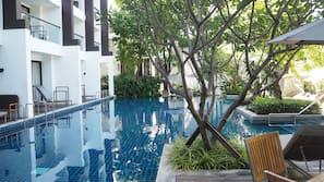 3 개의 야외 수영장, 07:00 ~ 21:00 오픈, 수영장 파라솔, 일광욕 의자