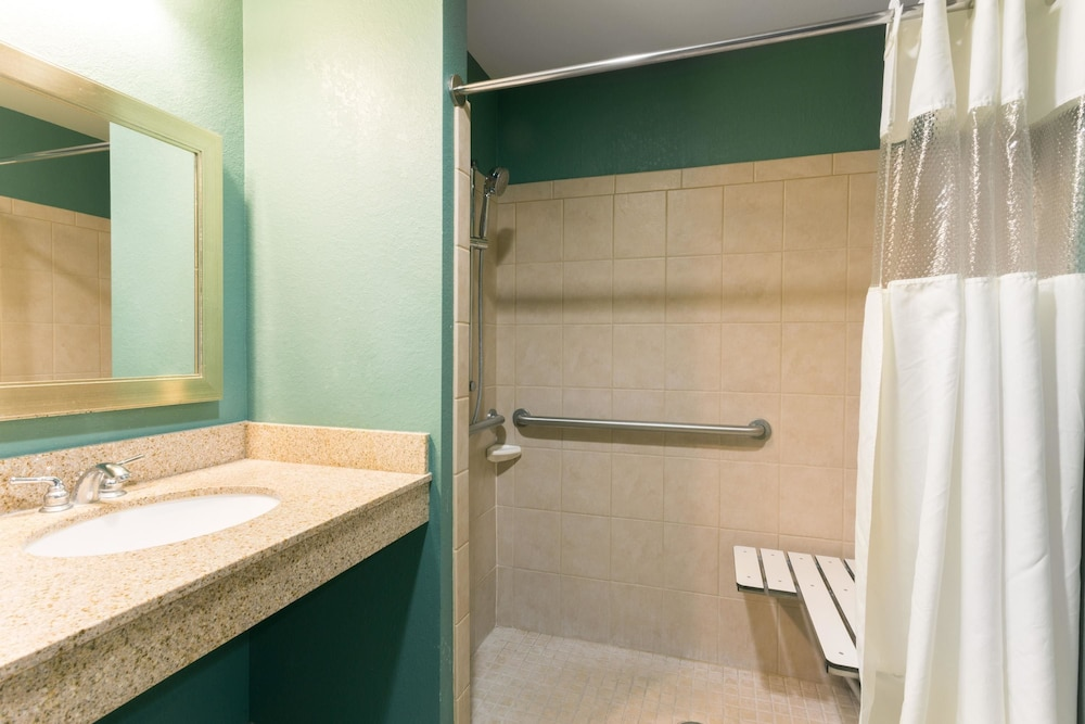 Bathroom, Days Inn by Wyndham Palm Coast