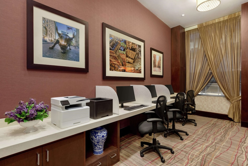 Business Center, DoubleTree by Hilton New York Downtown
