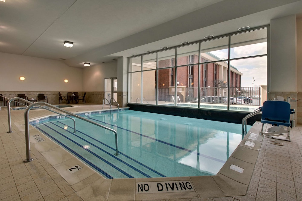 Pool, Drury Inn & Suites St. Louis Arnold