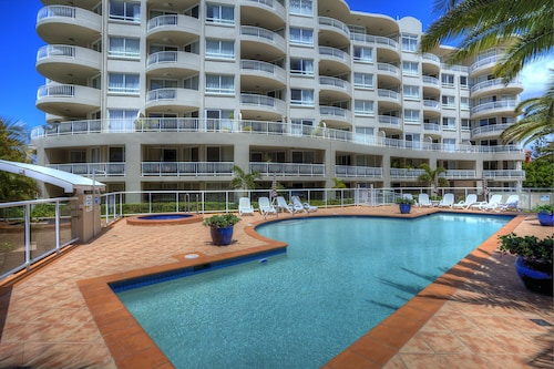 Kirra Beach Apartments