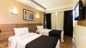 Roupas de cama antialérgicas, frigobar, escrivaninha