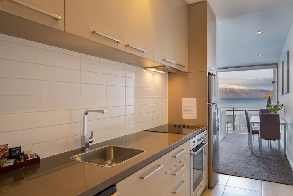 Private Kitchen, Highview Apartments