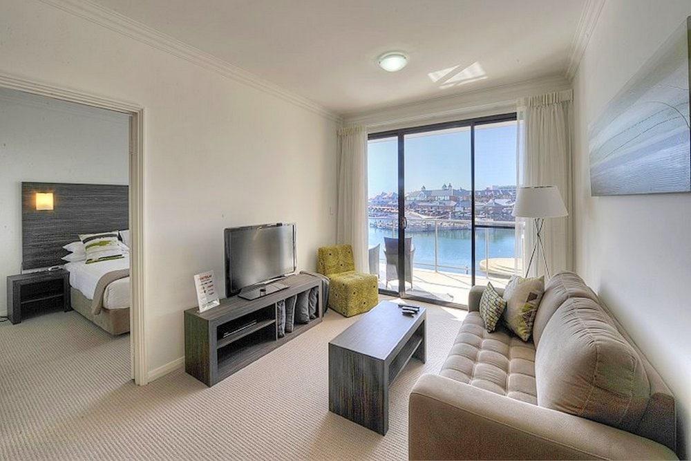 dolphin quay apartments mandurah aus. Black Bedroom Furniture Sets. Home Design Ideas