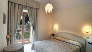 Una cassaforte in camera, con stile personalizzato, tende oscuranti