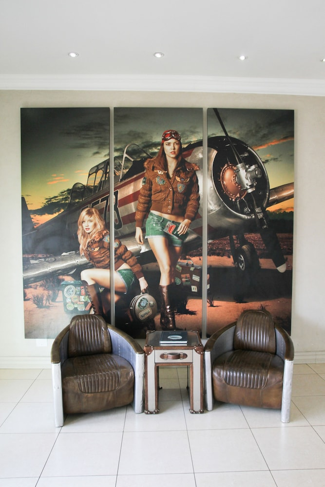 Lobby Sitting Area, The Aviator Hotel OR Tambo International Airport
