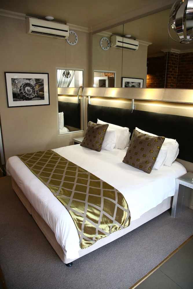 Room, The Aviator Hotel OR Tambo International Airport