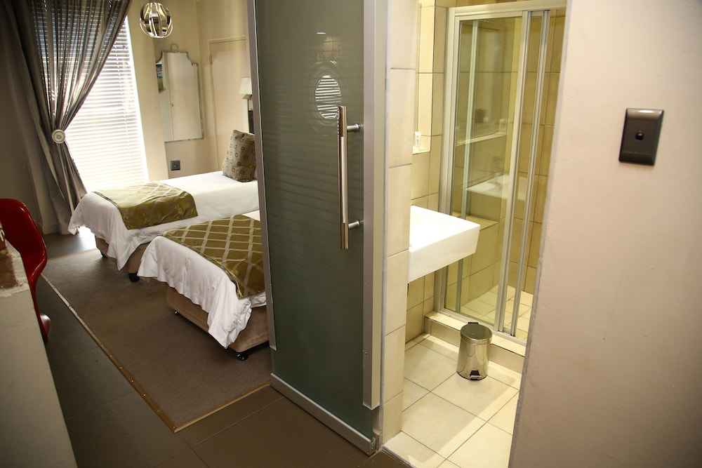 Bathroom, The Aviator Hotel OR Tambo International Airport