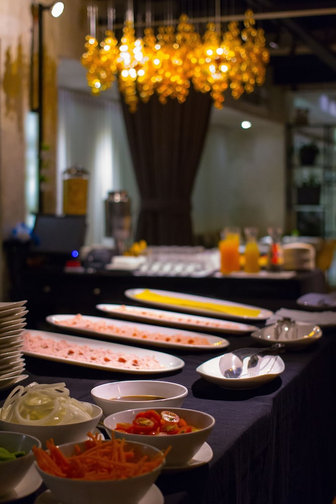 Buffet, The Picasso Boutique Serviced Residences