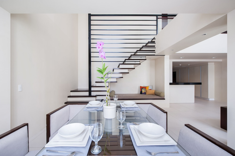 In-Room Dining, The Picasso Boutique Serviced Residences