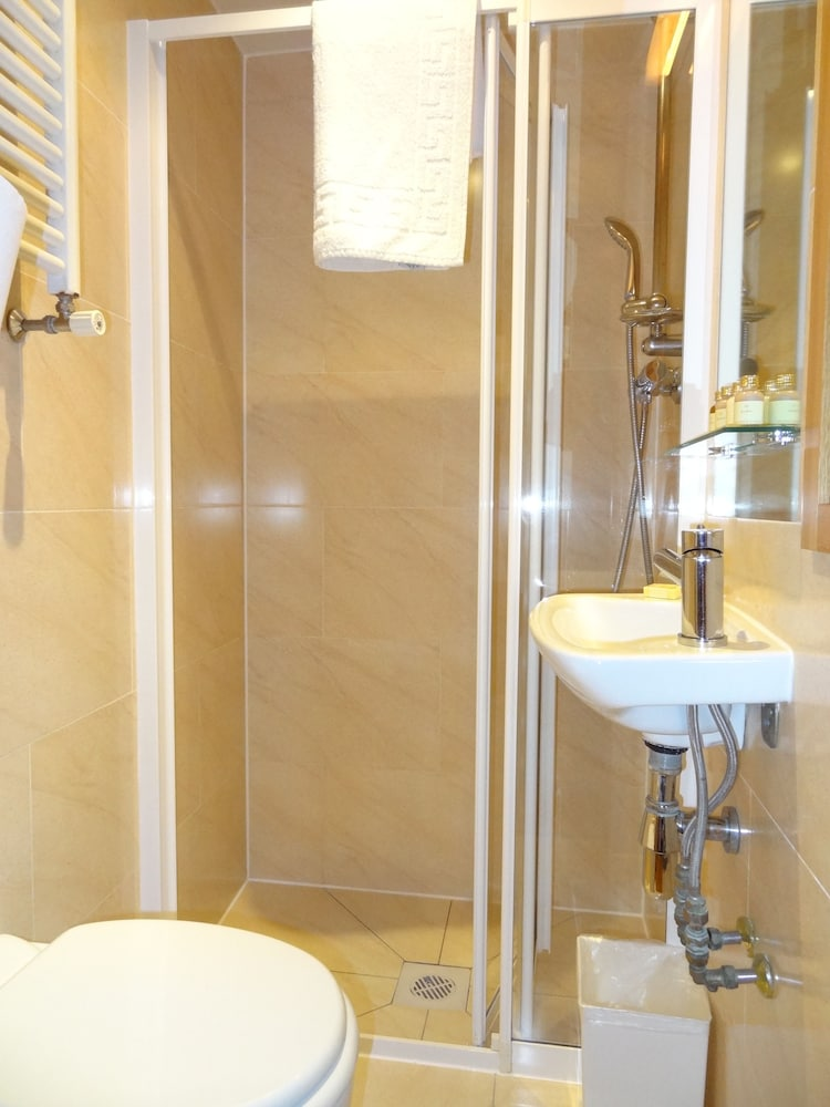 Bathroom, Studios 2 Let Serviced Apartments - Cartwright Gardens