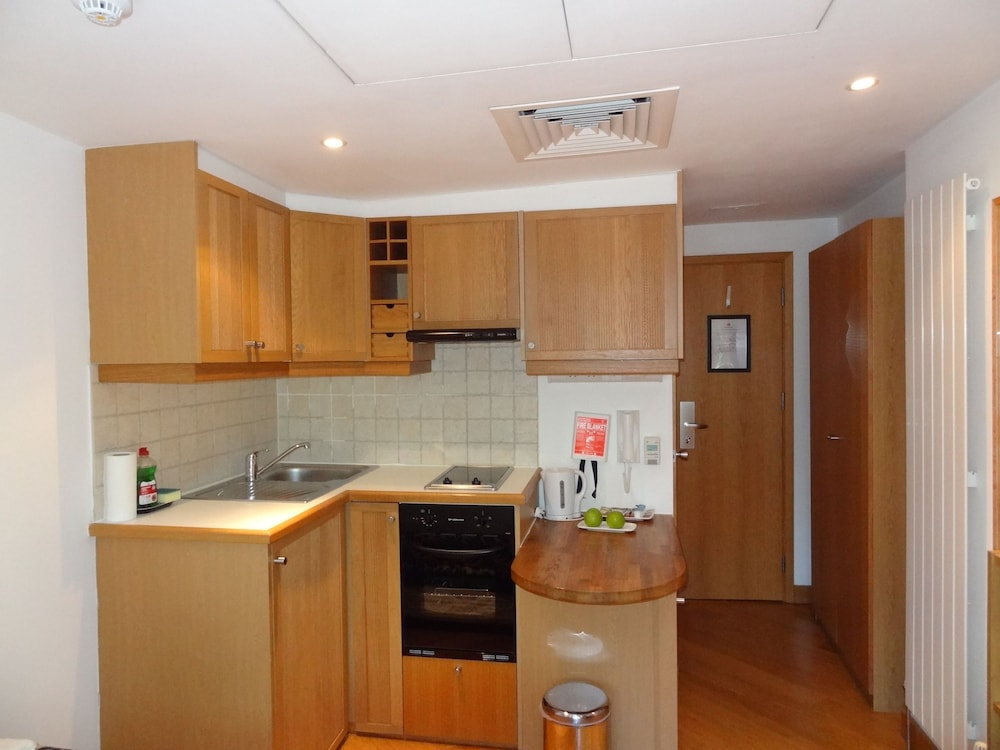 Private Kitchen, Studios 2 Let Serviced Apartments - Cartwright Gardens