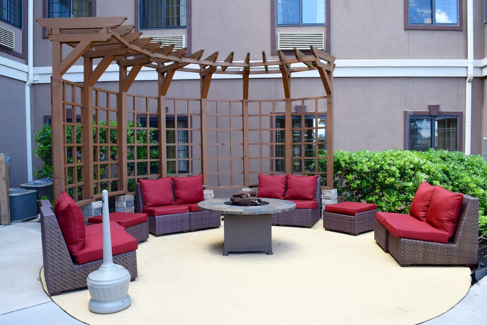 Terrace/Patio, Staybridge Suites Houston Stafford - Sugar Land, an IHG Hotel