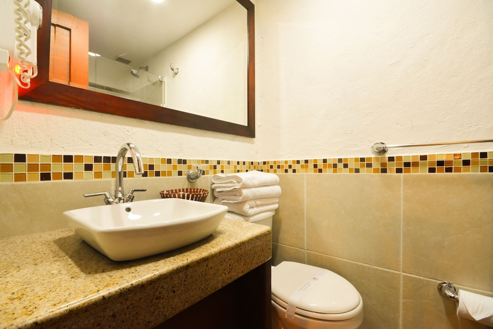 Bathroom, La Campana Hotel Boutique