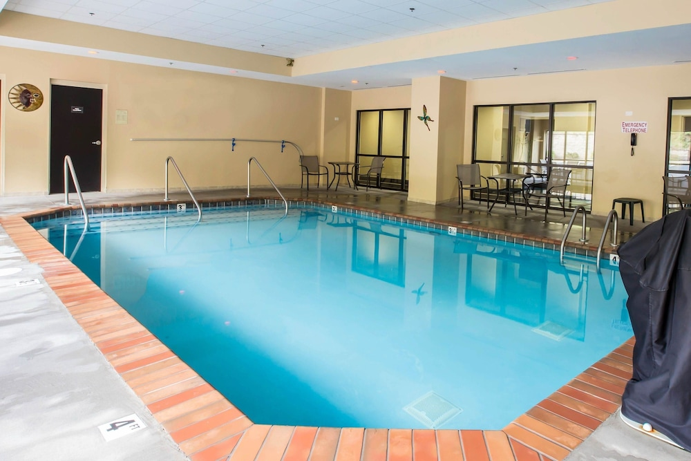 Pool, Comfort Suites Kingsport