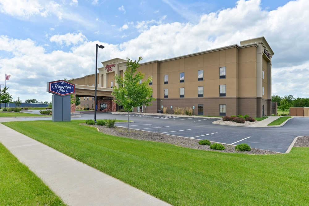 Front of Property, Hampton Inn Muscatine