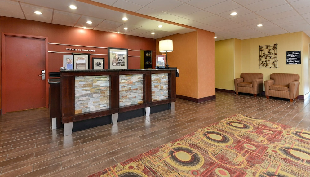 Reception, Hampton Inn Muscatine