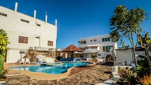 2 outdoor pools, open 8:00 AM to 7:00 PM, sun loungers