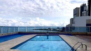 2 piscinas cubiertas, una piscina al aire libre