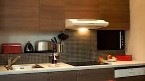 Frigorifero con congelatore, microonde, lavastoviglie