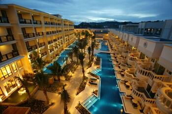 ボラカイ島でプール付きのリーズナブルなおすすめのホテルを教えてください。