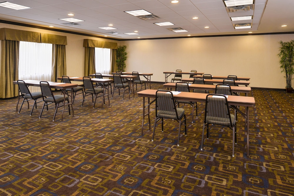 Meeting Facility, Holiday Inn Express & Suites Bridgeport, an IHG Hotel