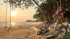 Private beach, white sand, beach towels, beach bar