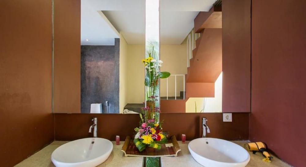 Bathroom, Jay's Villas