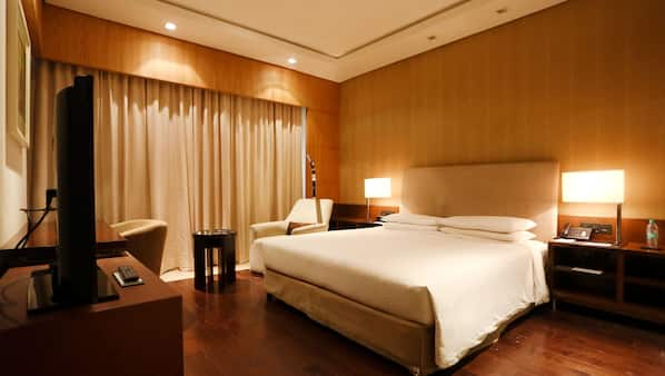 Premium bedding, minibar, individually furnished, desk