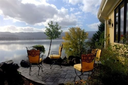 Great Place to stay The Villa at Little Cape Horn near Cathlamet