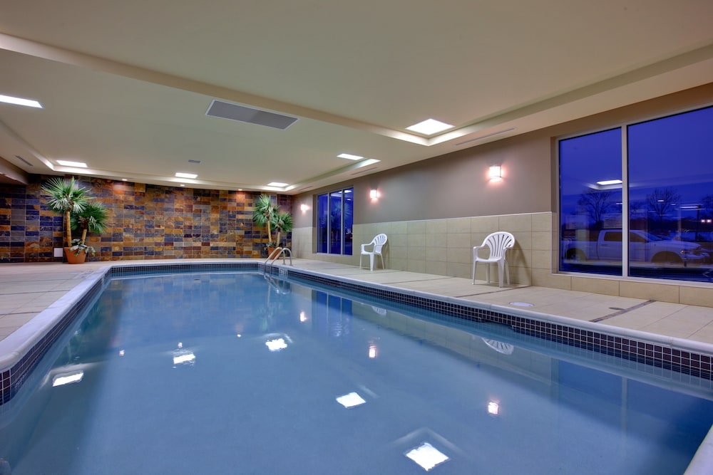 Pool, Holiday Inn Express & Suites Chatham South, an IHG Hotel