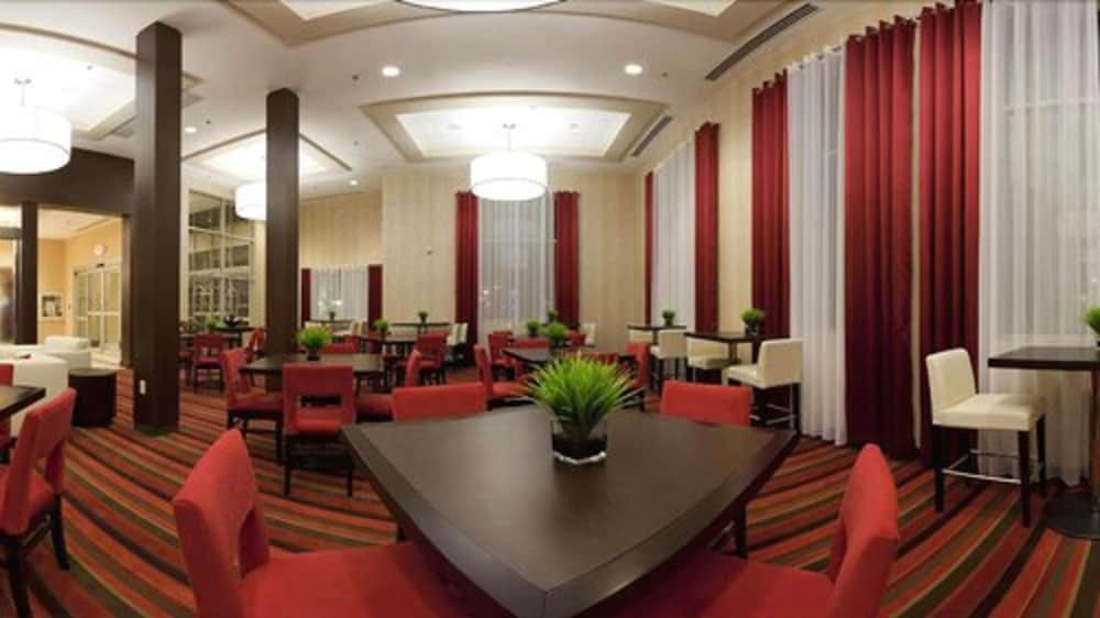 Dining, Holiday Inn Express & Suites Chatham South, an IHG Hotel
