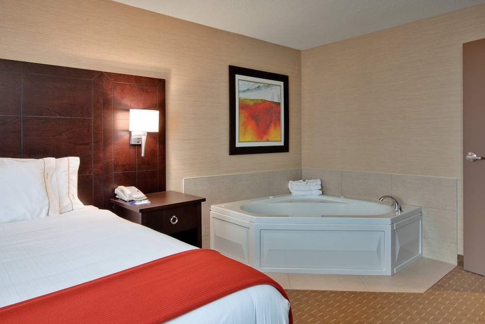 Room, Holiday Inn Express & Suites Chatham South, an IHG Hotel