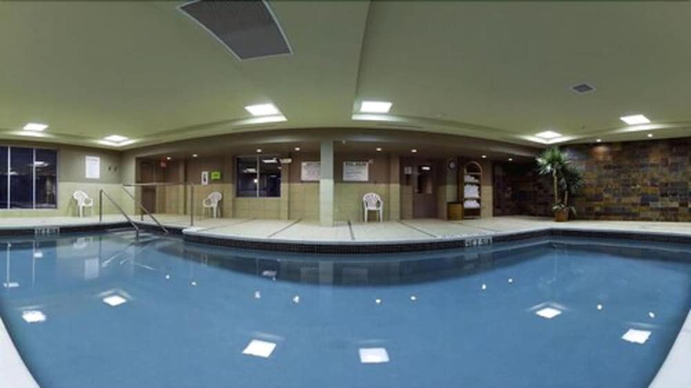 Indoor Pool, Holiday Inn Express & Suites Chatham South, an IHG Hotel