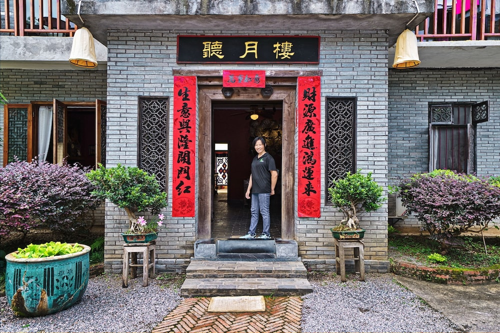 Property Entrance, Yangshuo Village Inn