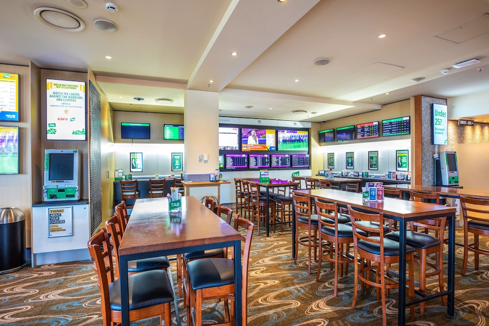 Sports Bar, Quality Hotel Sands