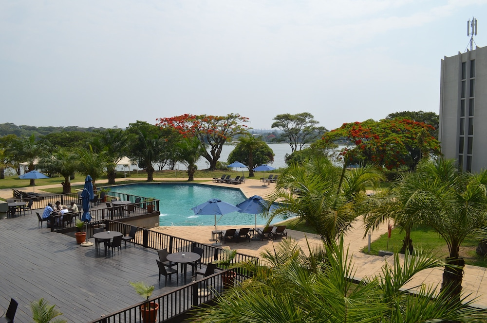 Outdoor Pool, Hotel Pullman Lubumbashi Grand Karavia