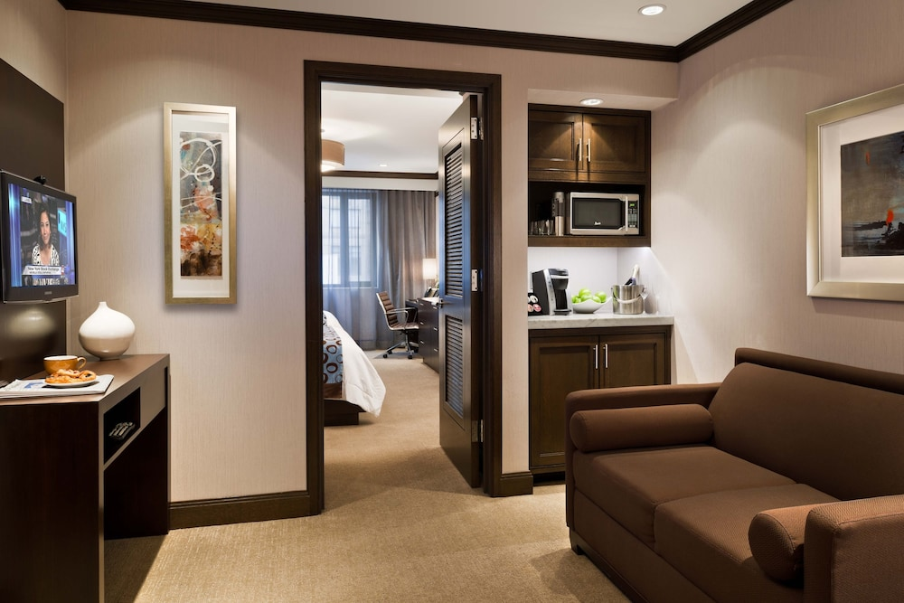 Living Area, The Pearl New York