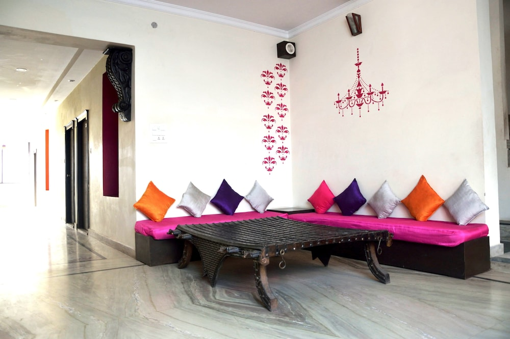 La casa in haridwar hotel rates reviews on orbitz for Diwan for sitting