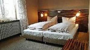 Hochwertige Bettwaren, Schreibtisch, Babybetten, kostenloses WLAN