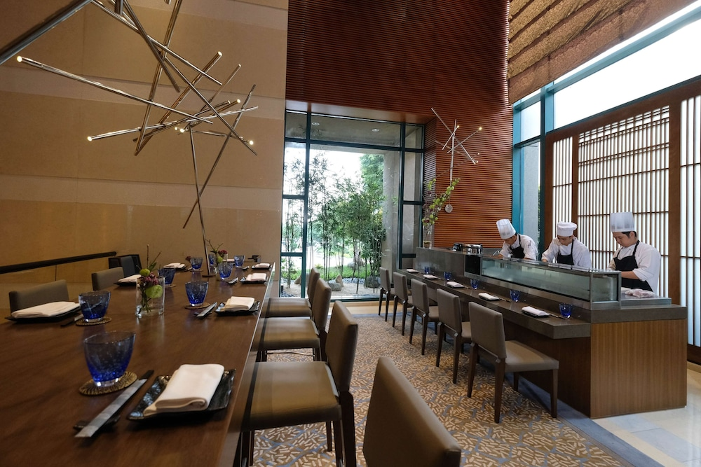 Restaurant, Radisson Blu Cebu