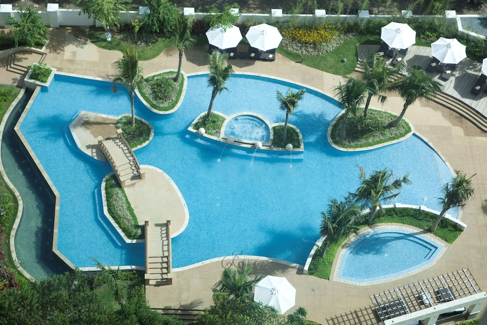 Outdoor Pool, Radisson Blu Cebu