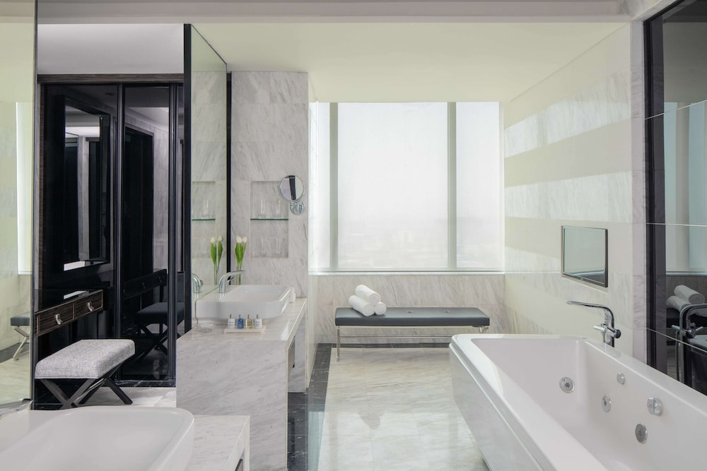 Bathroom, Radisson Blu Cebu