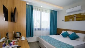 Pillowtop beds, in-room safe, soundproofing, free WiFi