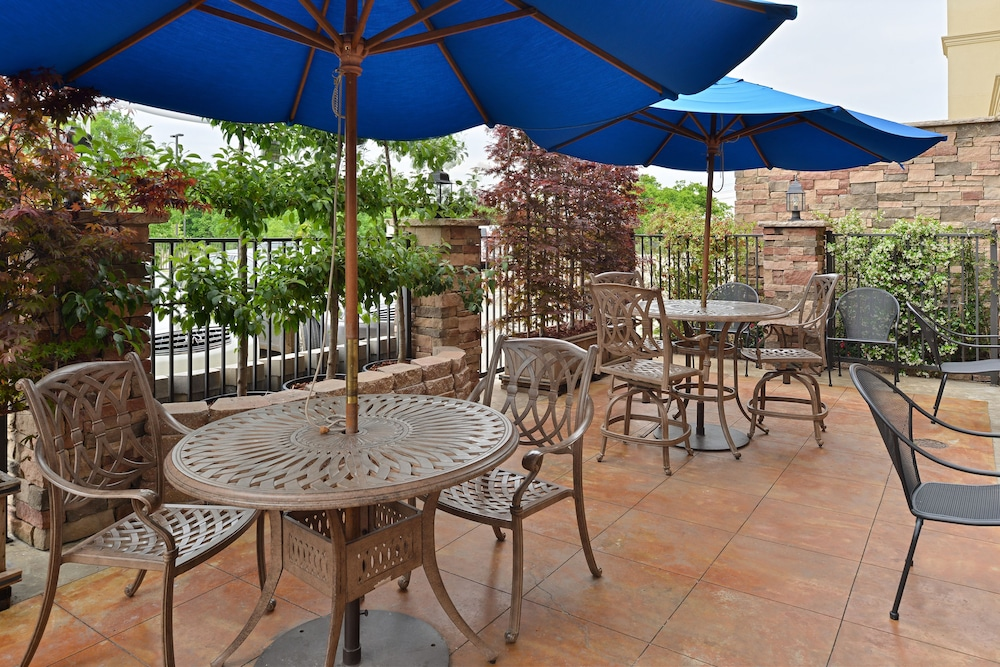 Terrace/Patio, Holiday Inn Montgomery Airport South, an IHG Hotel