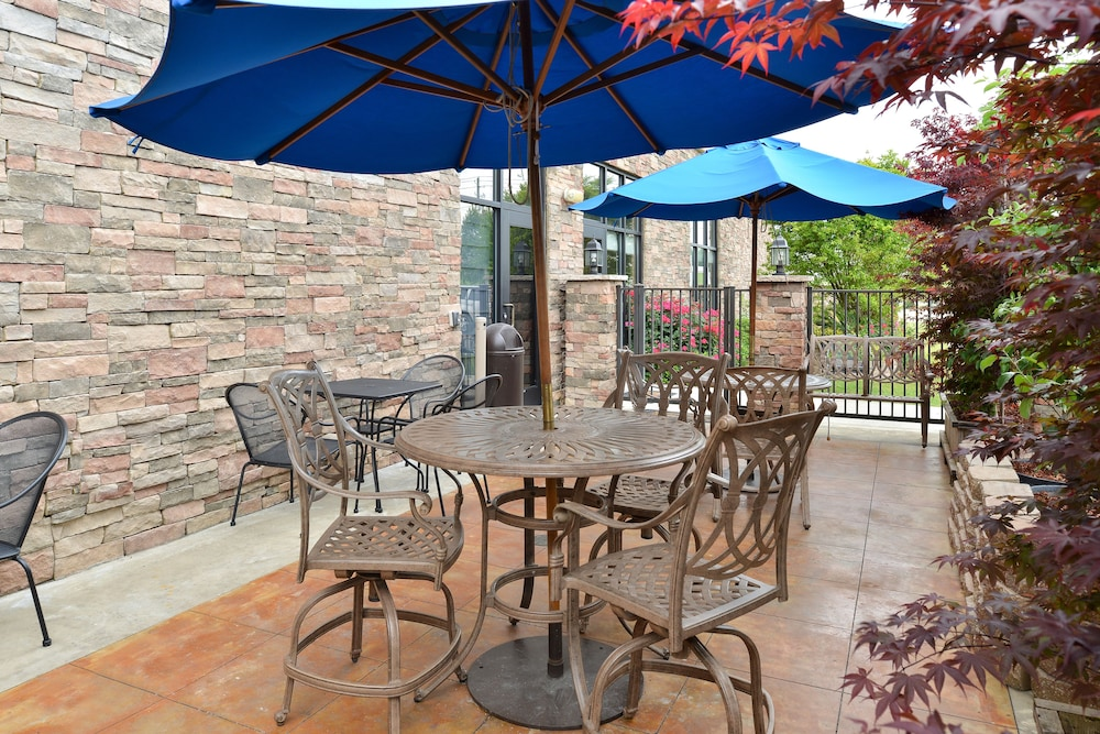 Outdoor Dining, Holiday Inn Montgomery Airport South, an IHG Hotel