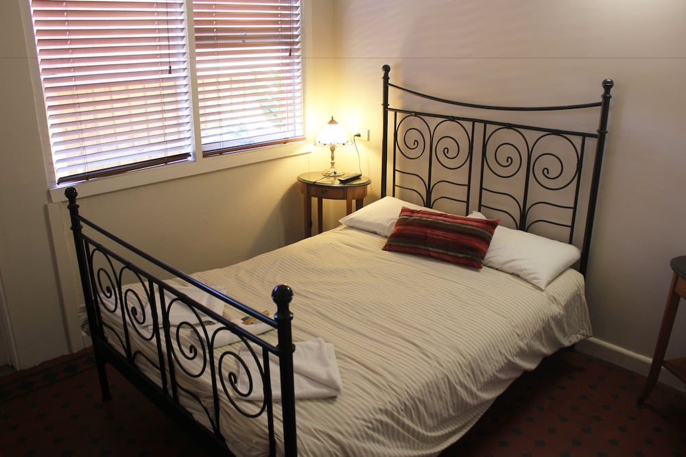 burwood bed and breakfast deals reviews sydney aus wotif. Black Bedroom Furniture Sets. Home Design Ideas