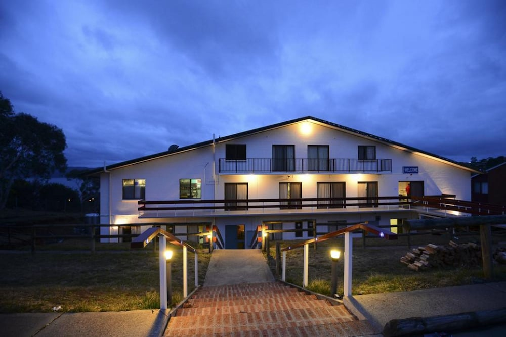 Alpine resort motel deals reviews jindabyne aus wotif for The alpine lodge